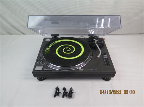 Technics SL-1200MK2 Direct-Drive Quartz Turntable; Super OM 10, SC35C CARTRIDGES