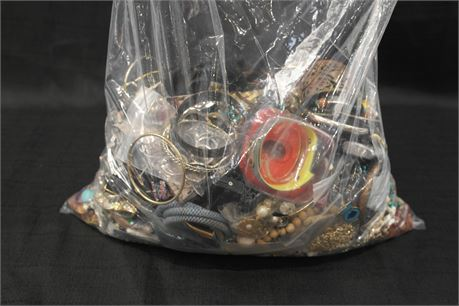 Lot of 100% Unsorted Jewelry  18.57 lbs.