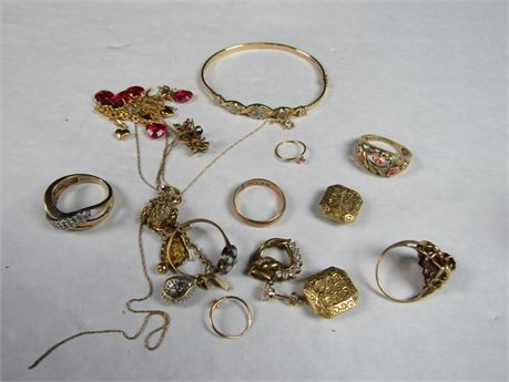 10k Gold Lot Some Wearable Some Scrap 38.2g (650)