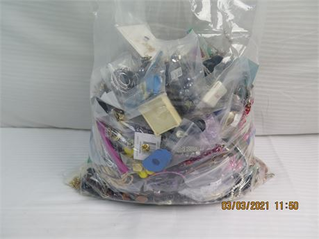 20.02 Lbs. of UNSORTED Jewelry (670)