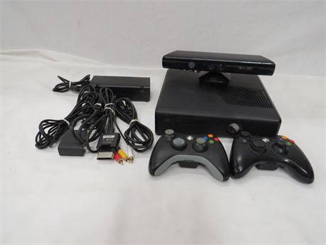 Microsoft Xbox 360 S 4GB Video Game Console & Accessories Bundle - Tested *3608*