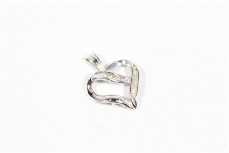 10k white Gold Necklace Heart Pendent 1.77 Grams
