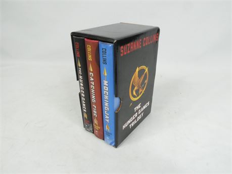 The Hunger Games Trilogy Boxset, Suzanne Collins
