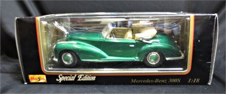 Maisto Special Edition 1955 Mercedes-Benz 300s - Diecast Car with Plastic Parts