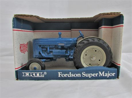 Die Cast Metal 1/16 Scale Vintage Tractor