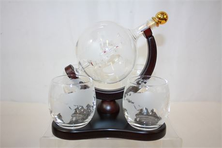 Galleon Whiskey Decanter Set Glass Ship Sculpture & 4 Globe Tumblers
