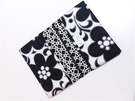 """Vera Bradley Flat Black & White Wallet 7.5""""X4""""X1"""""""