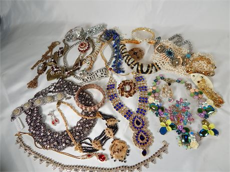 5lbs Costume Jewelry Lot  (270r1s2)