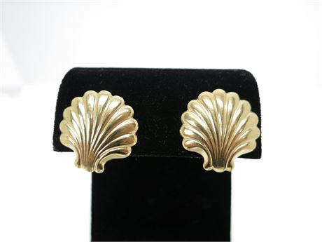 1/20 14K Yellow Gold Shell Earrings
