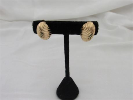 Beautiful 14k Gold Shell Clip Back Earrings 13.2g  (650)