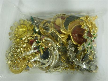 Vintage Assortment of Brooches1lb Lot Bag