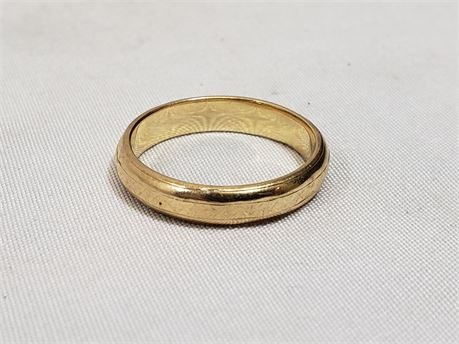 14K Yellow Gold Size 8 Ring. 1.5 Grams Total Weight.