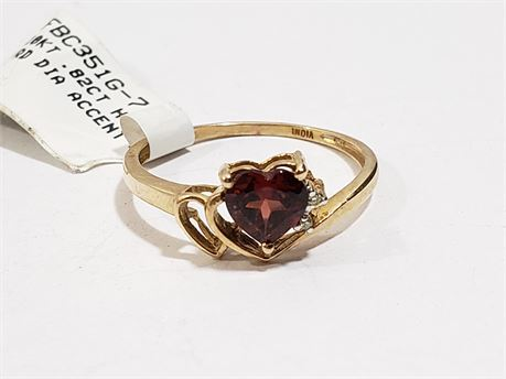 10K Yellow Gold Size 7 Ring W/ Stone. 1.3 Grams Total Weight. NWT