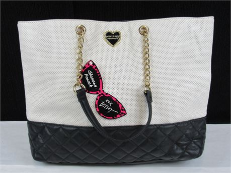 Large Betsey Johnson New York Tote Bag in Black and White (650)