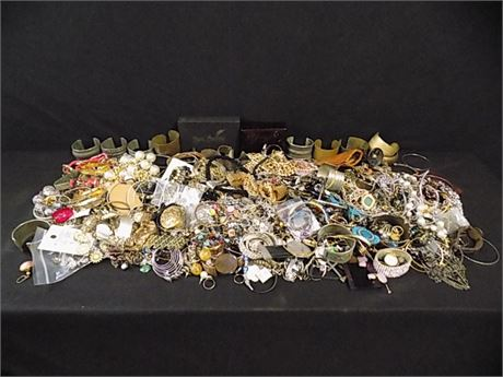 Lovely Costume Jewelry Lot; Quick Sort; Lots of Metal; 18.10 lbs