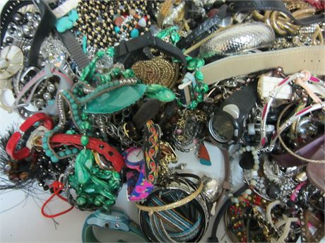 Lot of Unsorted Costume Jewelry 23lbs F2A (650)
