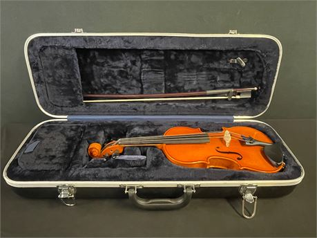 Samuel Eastman Violin, 1/4, Model: VL 80, with a Case and More!