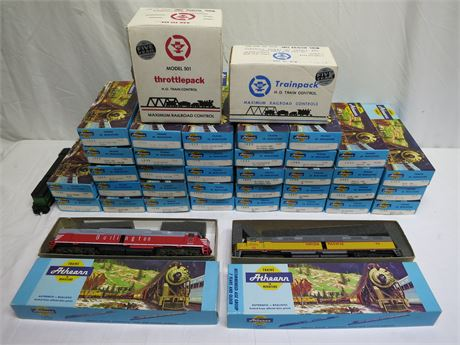 Lot Of 8 New Athearn HO Scale Locomotives, 28 New Rail Cars & 2 Power Units