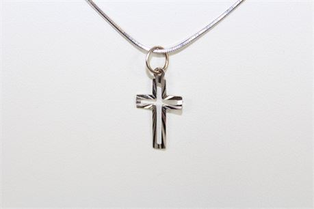 18k White Gold Cross Pendant Necklace 17.5 in