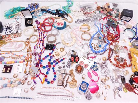 Huge Lot of ASSORTED Fashion Mixed Jewelry 11 Pounds (R2)