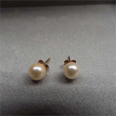 1.2 Grams 14kt Gold Pearl Earrings