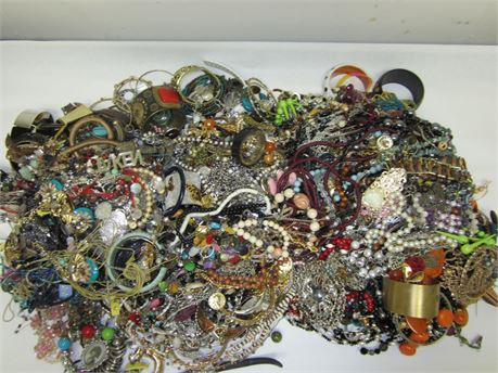 Lot of Unsorted Costume Jewelry 24.5lbs E1 (650)