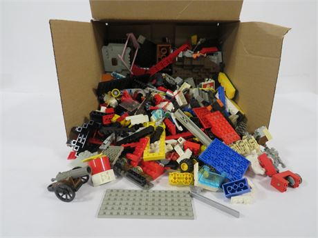 Lot of Legos (230-LV18UU)