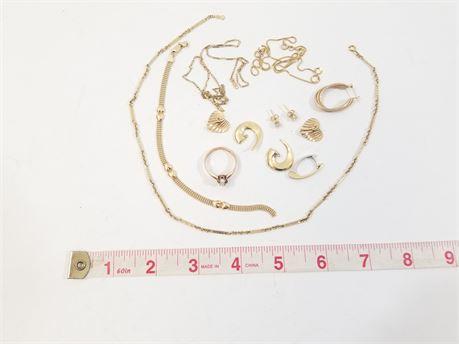 Lot Of 14K Gold Scrap, Broken Jewelry, 23.3 Grams Total Weight.