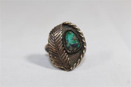Vintage Southwestern Sterling Sliver And Turquoise ring 5.63 Grams