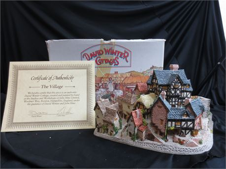 Hand Painted & Crafted David Winter Cottages: The Village