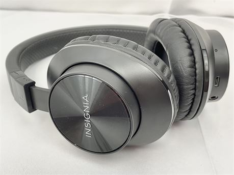 INSIGNIA Brand Wireless Over-Ear Headphones GREAT CONDITION