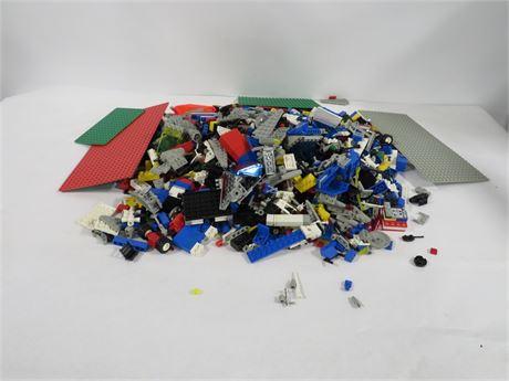 Lot of assorted Lego blocks (230-LVM-MM15)