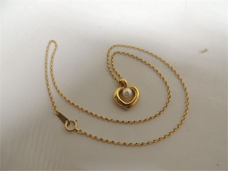 18kt Heart Necklace With Single Pearl 6.1 Grams
