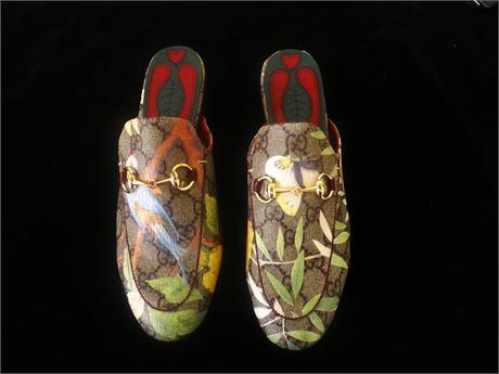 Gucci Slip-ons (500)