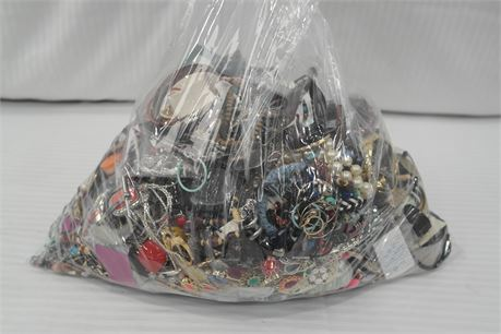 Lot of 100% Unsorted Jewelry  19.15 lbs.