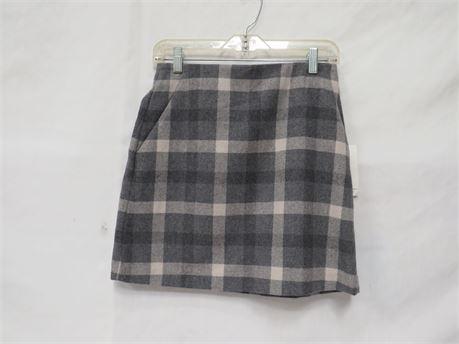 Uniqlo Plaid Gray Skirt Size 7 (NWT)