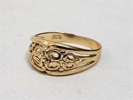 14K Yellow Gold Size 9 Ring. 3.5 Grams Total Weight.