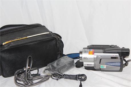 Sony Hi 8 Handycam Vision, CCD-TRV68 NTSC w/ Soft Case & Accessories