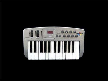 Midiman Oxygen 8 25-Key USB MIDI Controller (670)