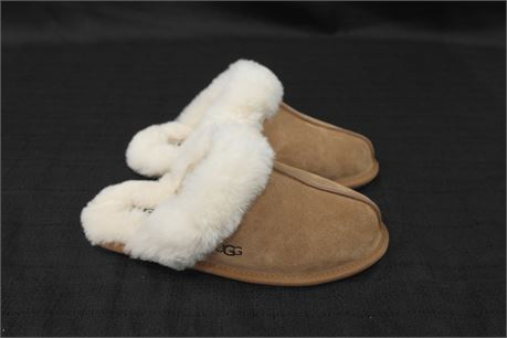 Ugg Leather Womens Slipper Size 8 Tan