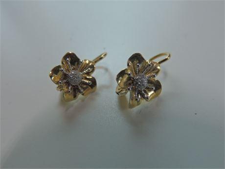 18kt Gold Flower Shaped earrings White & Yellow Gold Marked 750 *1352 VI (3.2g)