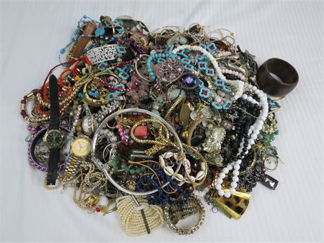 Lot of 17.02Lbs. of ASSORTED costume Jewelry-Not Real-Nice (670)