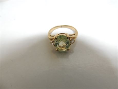 10 kt Gold Ring Size 5 2.9 Grams With Pale Green Stone