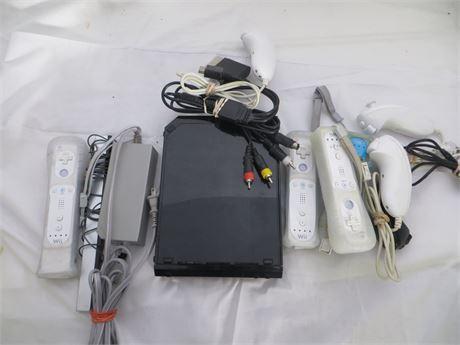Wii Console (black), 4 Remotes, 4 Nunchucks