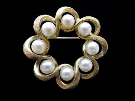 "14K Yellow Gold Circular Twist Brooch Pin w/8 Pearls, 7.9 Grams, 1.25"" Marked LB"