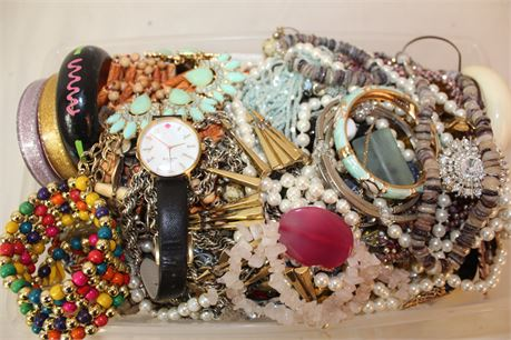 9 Lbs Wholesale Jewelry Scrap Lot Watches Rings Beads Earrings