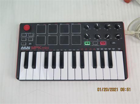 Akai Professional MPK Mini USB MIDI 25-Key Controller Keyboard (670)