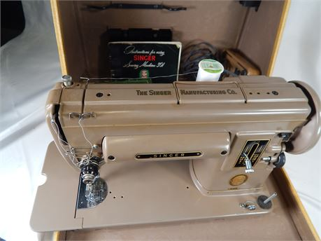 Singer Portable Sewing Machine #301 (270r1s1)