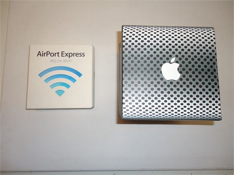 Lot Of Apple 1 iSight Djgital Camera And 1 Airport Express Wi-Fi Pre-Owned