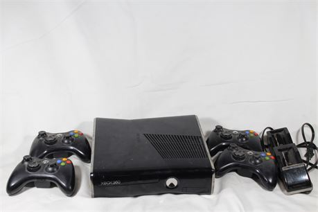 Xbox 360 Console & 4 Wireless Controllers & Charger, Tested & Working